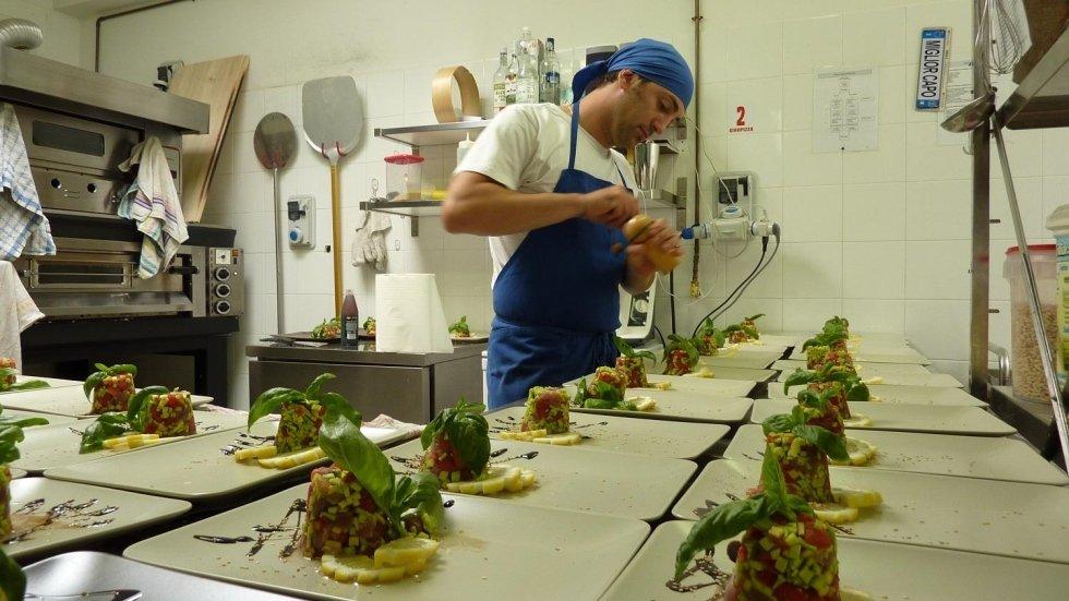 cuoco al lavoro