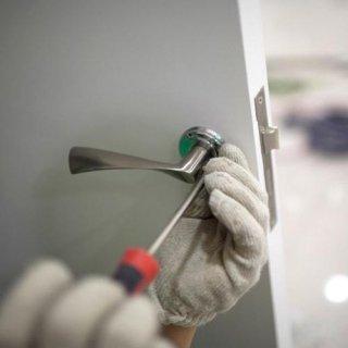 Interventi di manutenzione su infissi e serrature