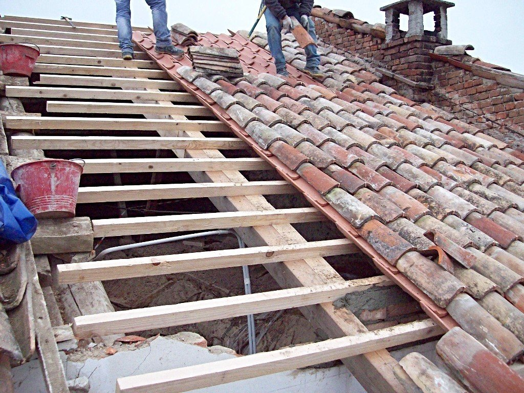 Ricostruendo il tetto