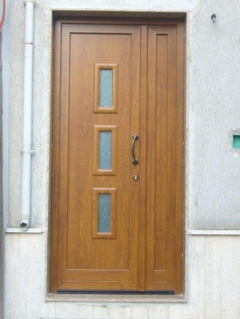 Portone esterno legno chiaro