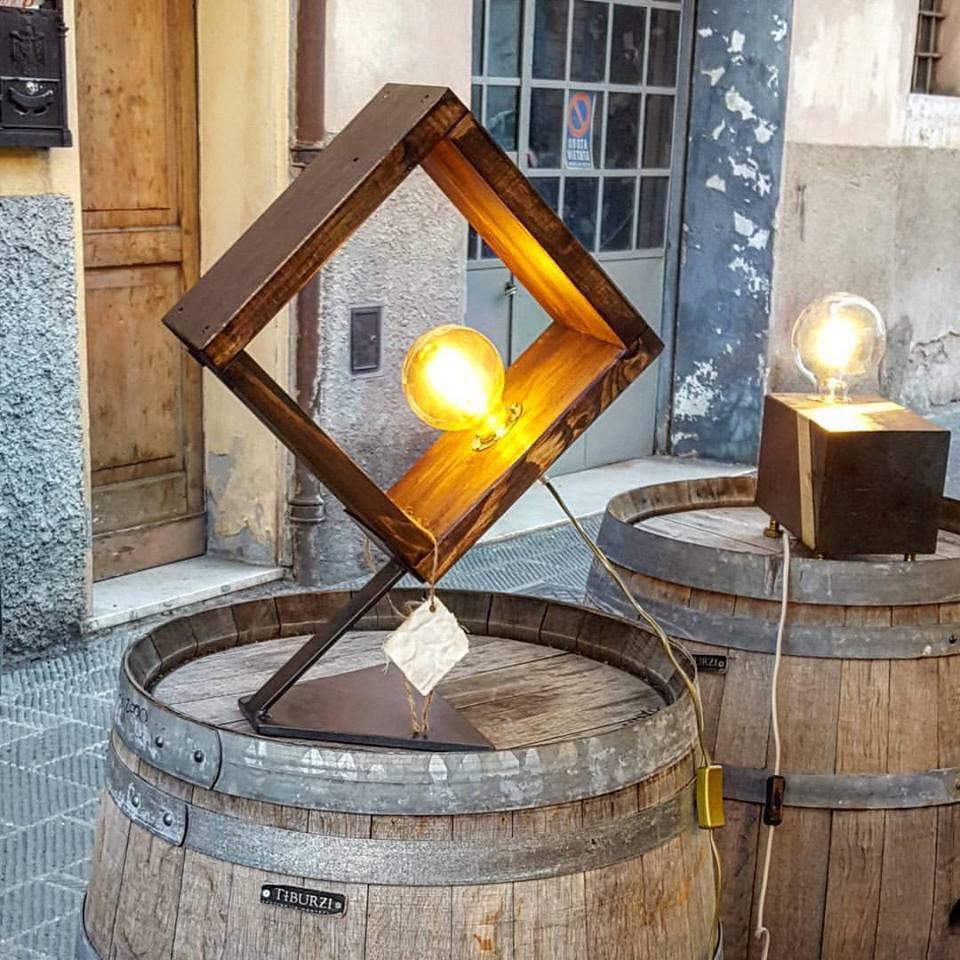lampada da tavolo in legno