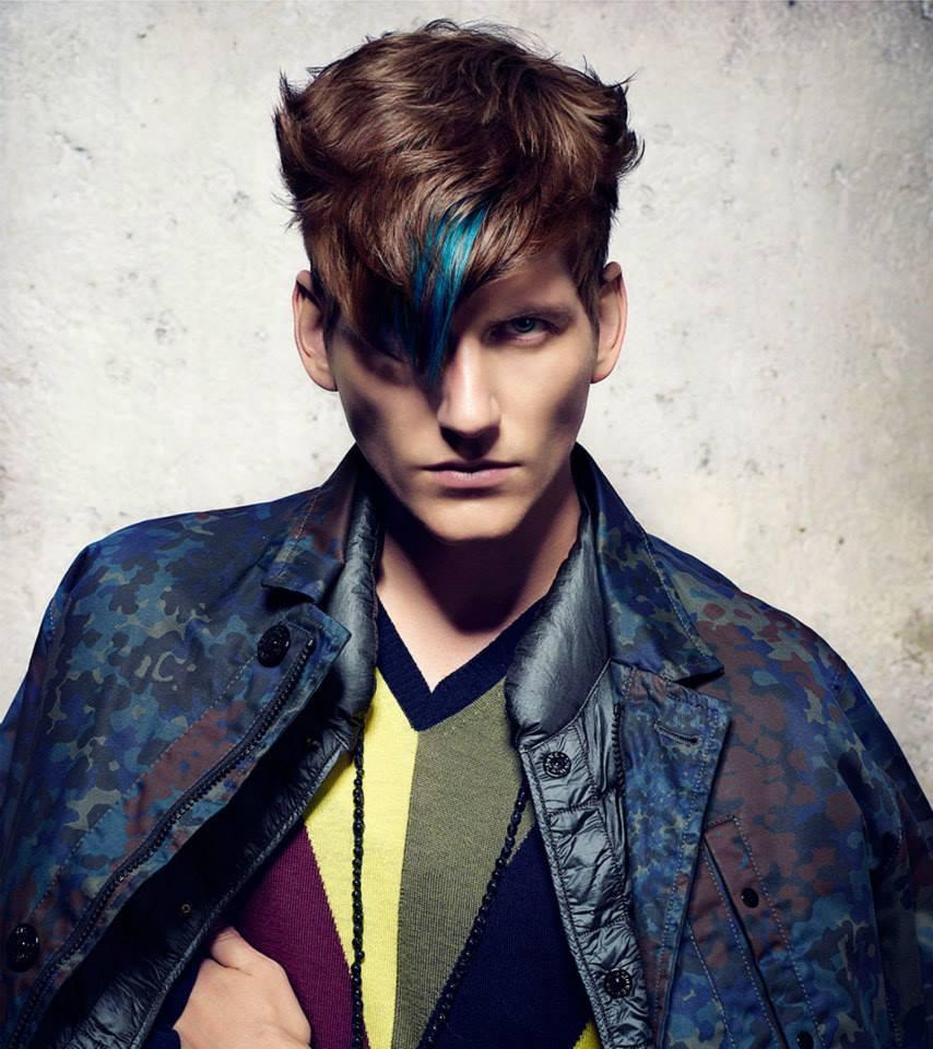Taglio uomo con tinta blu