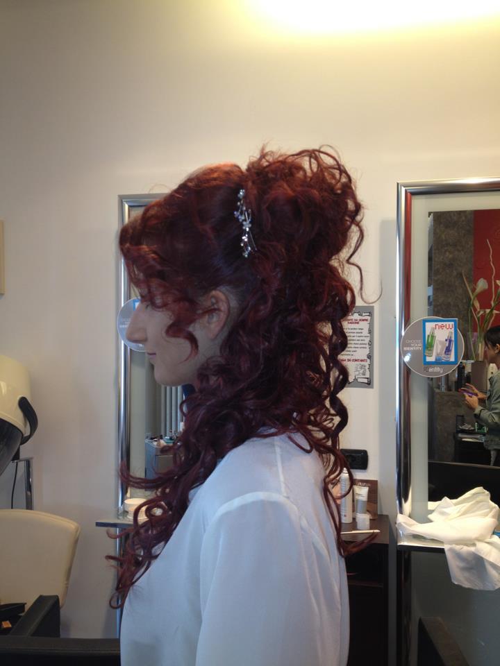 Acconciatura da sposa capelli ricci