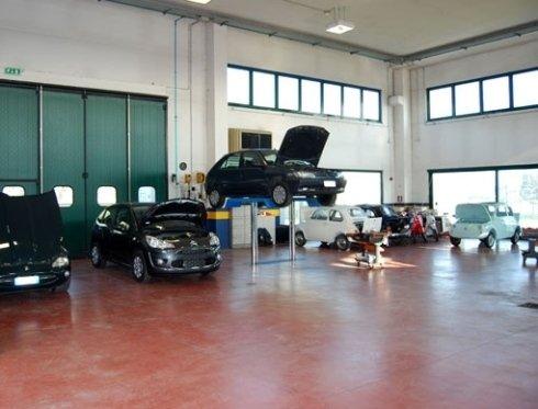 autofficina per riparazione auto