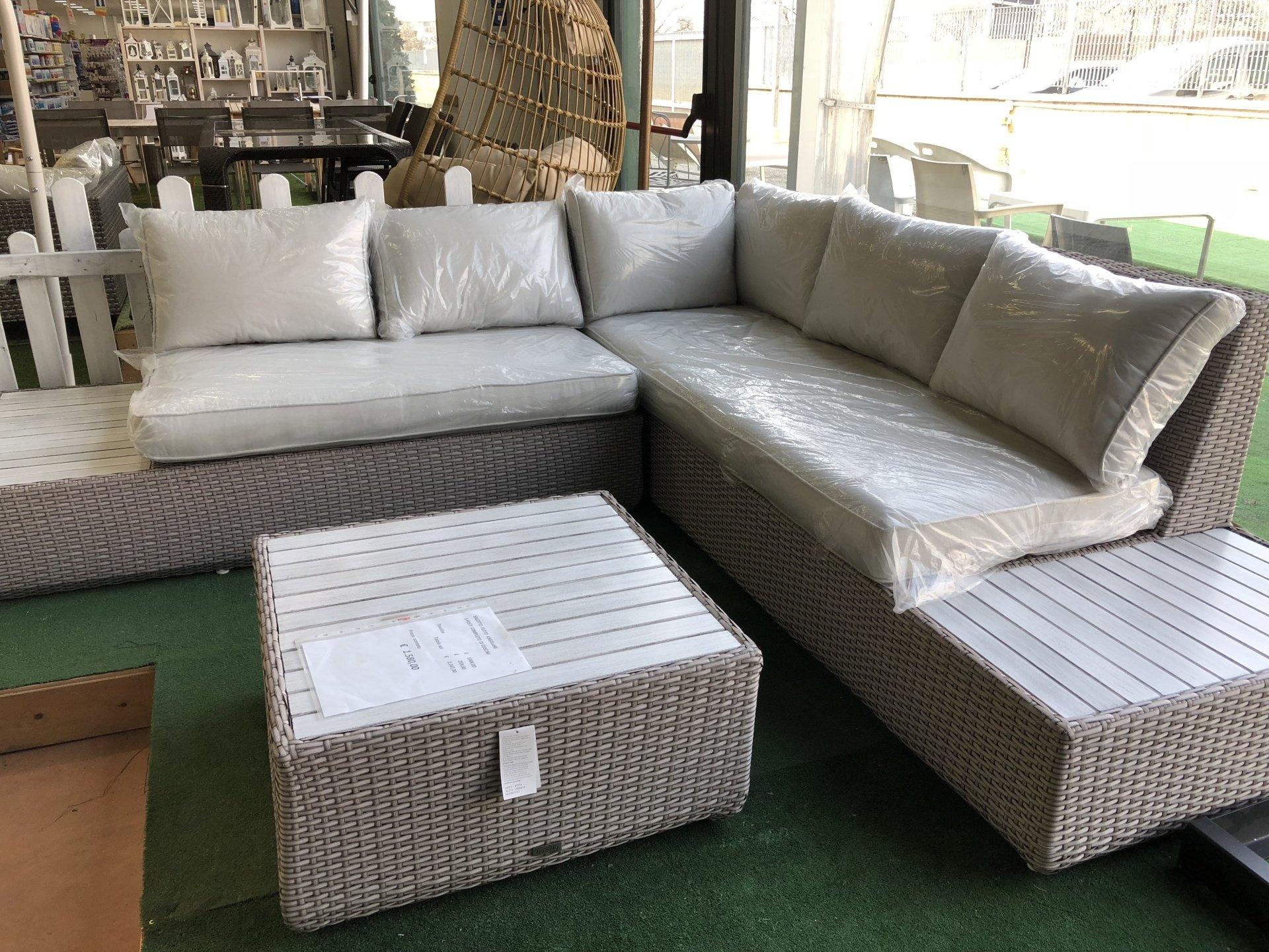 Vendita mobili da esterno brescia bergamo emporio for Svendita mobili da giardino