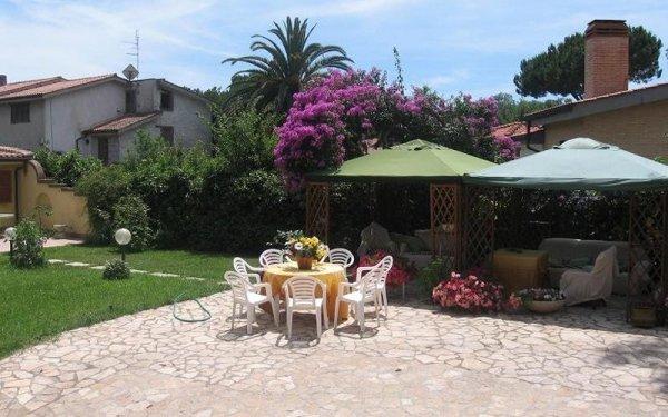 giardino esterno casa anziani
