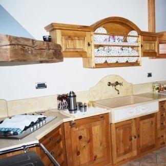 arredamento in legno antico