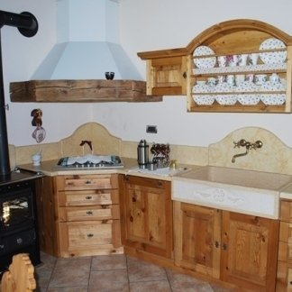 cucina in legno antico