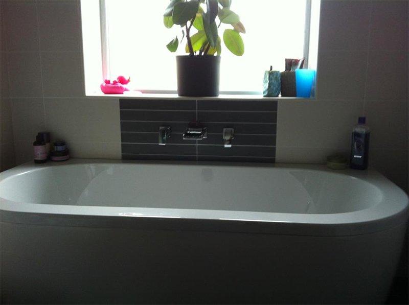 spacious bathtub