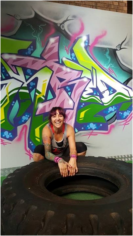 Women training with the tyre