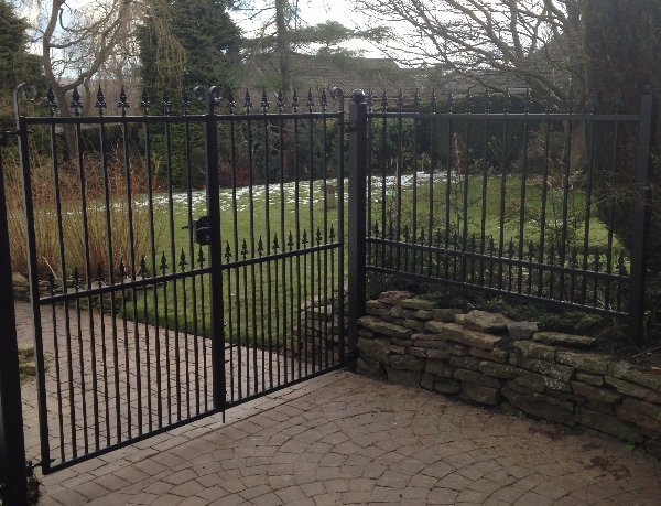 2 way open gates with gate lock