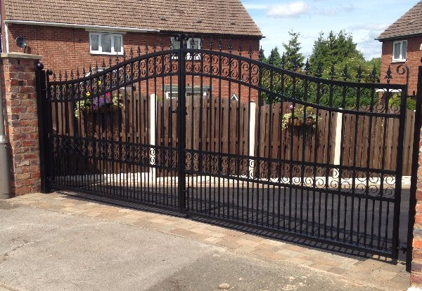 large size gate