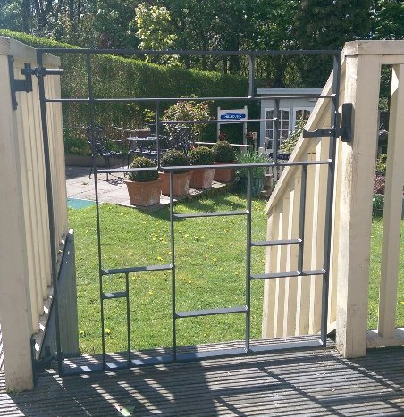 Artistic garden metal gate designs