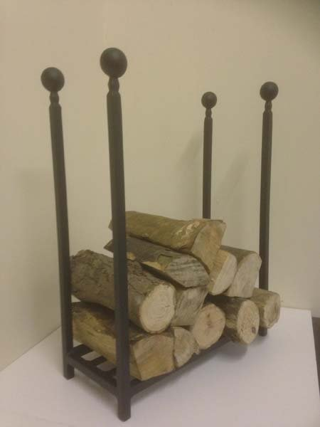 4 strips of iron carrying wooden logs