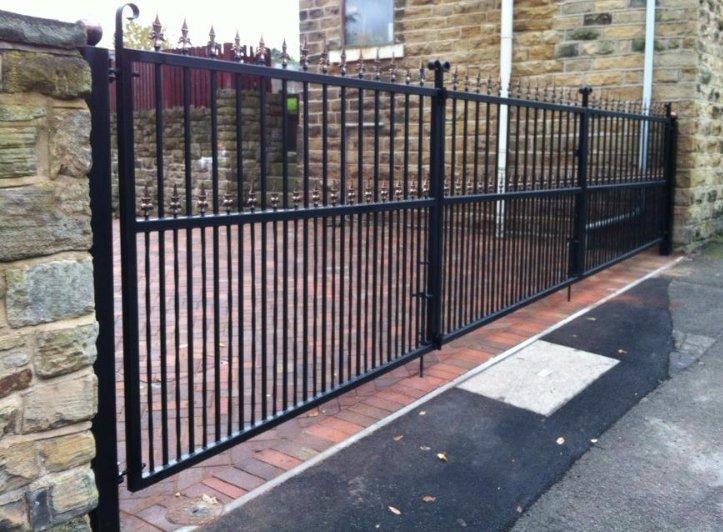wide Bi-folding drive gate