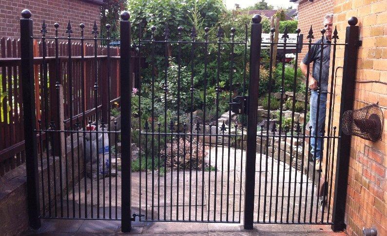 triple folding gate