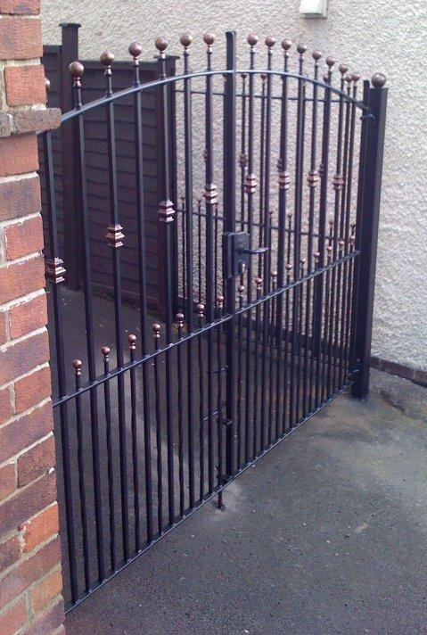 corner driveway fixed gate