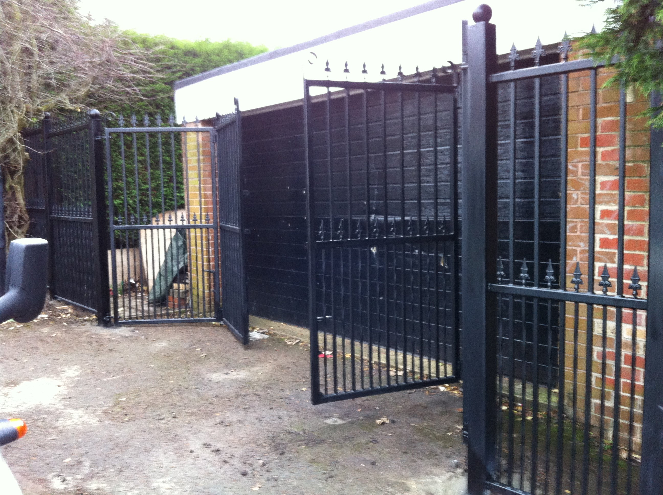 bespoke bi-folding security garage gates
