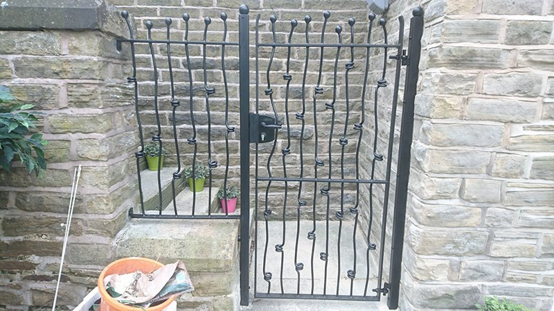 Knotted Bar Side gate with gatelock