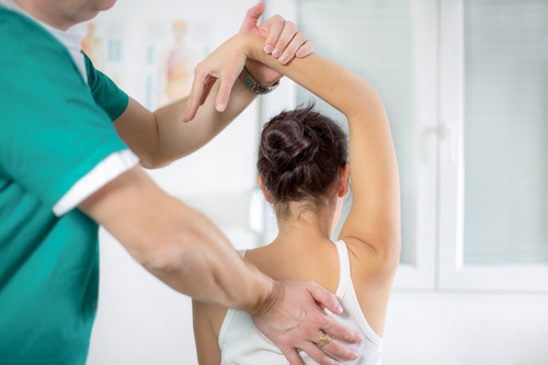 Amazing chiropractor giving services to a patient in Aiea, HI