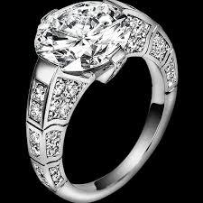 Anello con diamante a sfondo nero