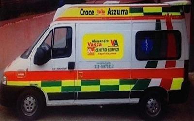 un' ambulanza Croce Azzurra Italia
