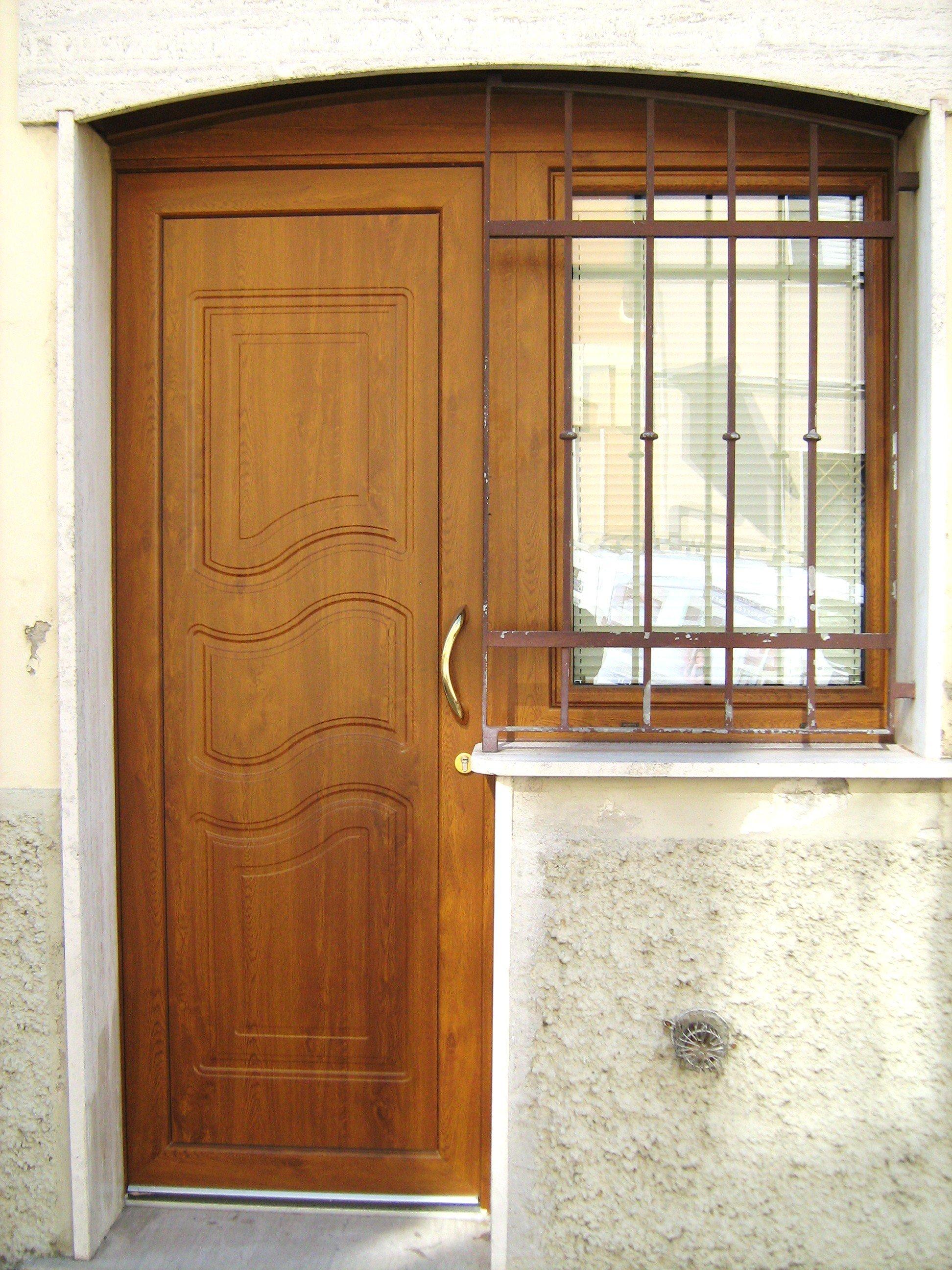 porta d'ingresso e finestra coninferiate in pvc