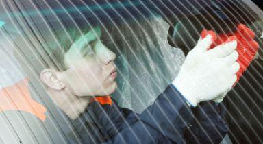 Technician for auto glass repair in Fairbanks, AK