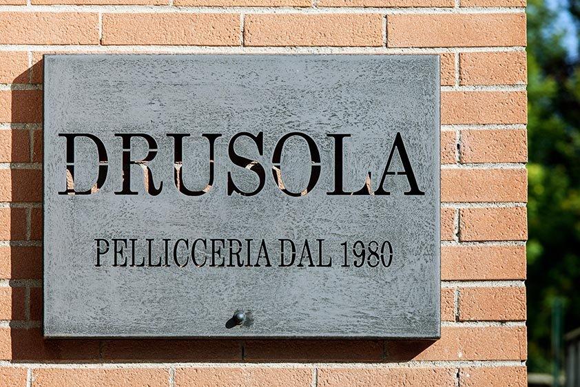 Insegna pellicceria Drusola