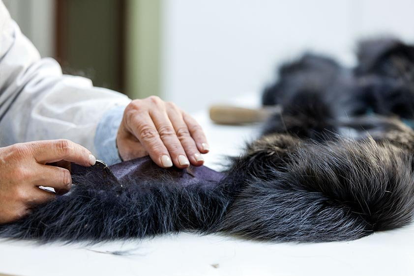 Lavorazione a amano pellicce