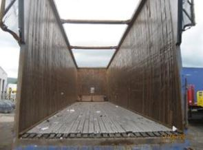 Container secured against pilfering