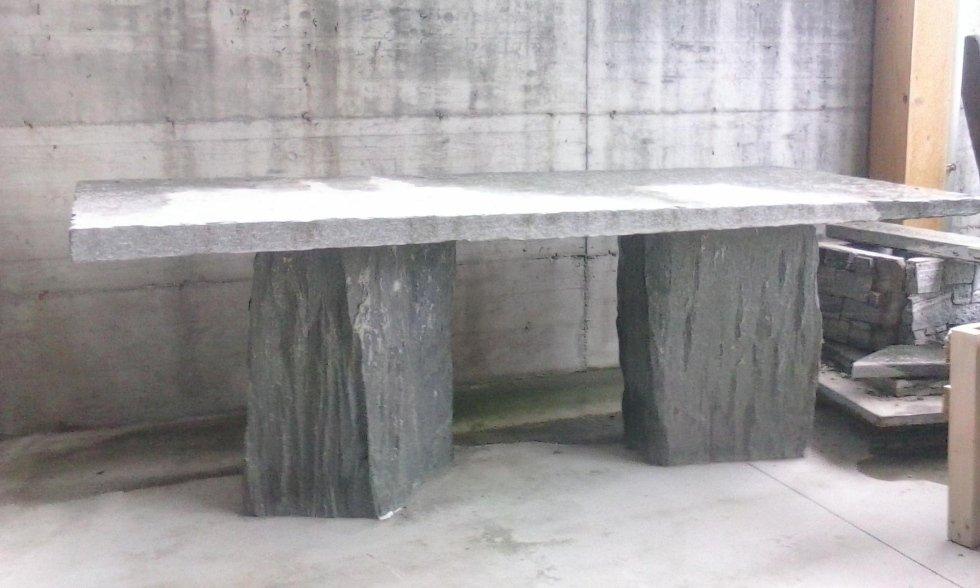 Tavoli in pietra