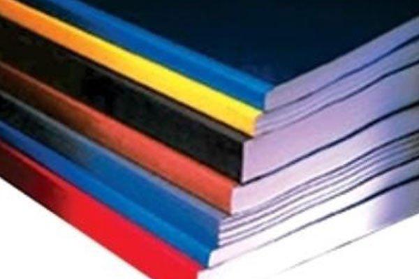 dei libri di diversi colori