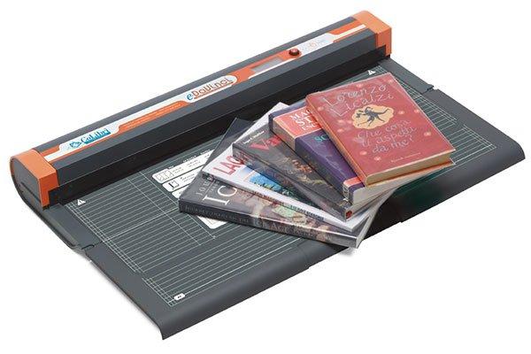 dei libri di lettura e un macchinario per sigillare a caldo