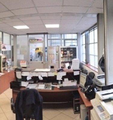 interno di un ufficio di un meccanico