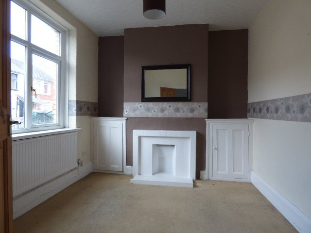 House for sale. The Avenue, Pontycymer. Reception 1