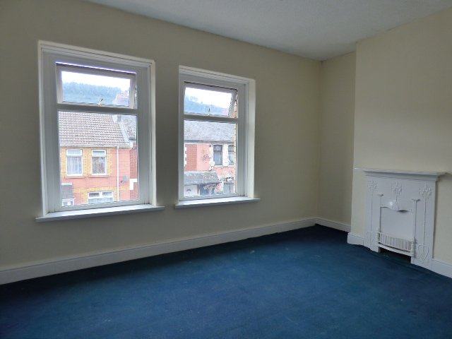 House for sale. The Avenue, Pontycymer. Bedroom 1