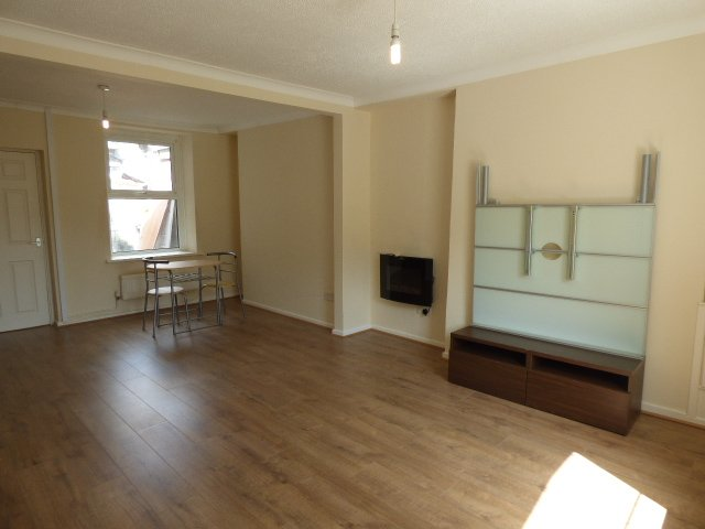 Gwendoline Street, Blaengarw - through lounge