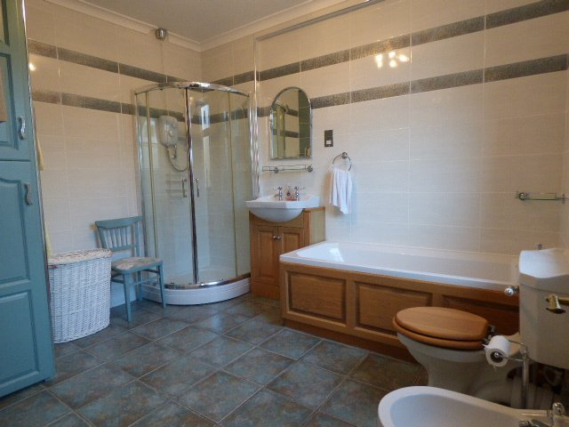 Wisemove. property for sale. Gloucester Buildings. Bathroom