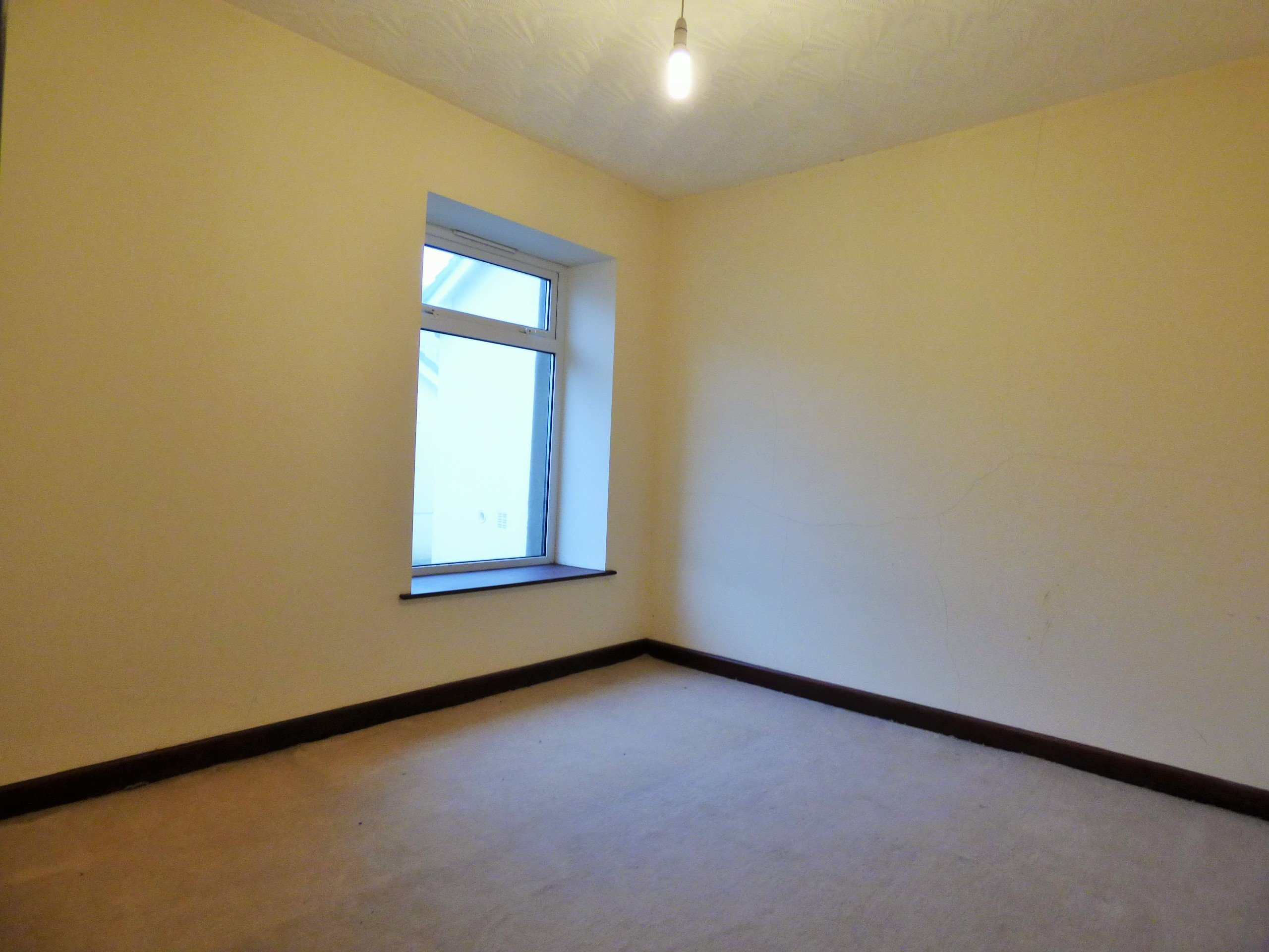 Wisemove Property for sale. Tanybryn House, Pontycymmer. Bedroom 2