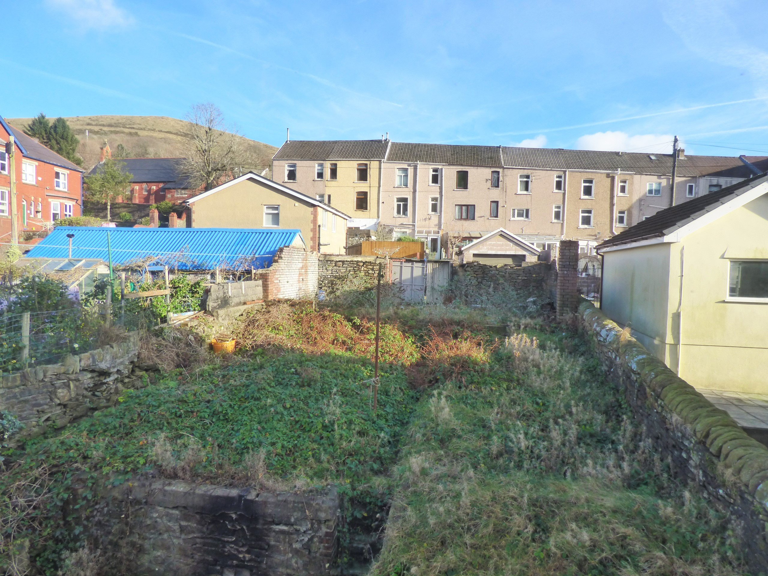 Wisemove Property for sale. Tanybryn House, Pontycymmer. Garden