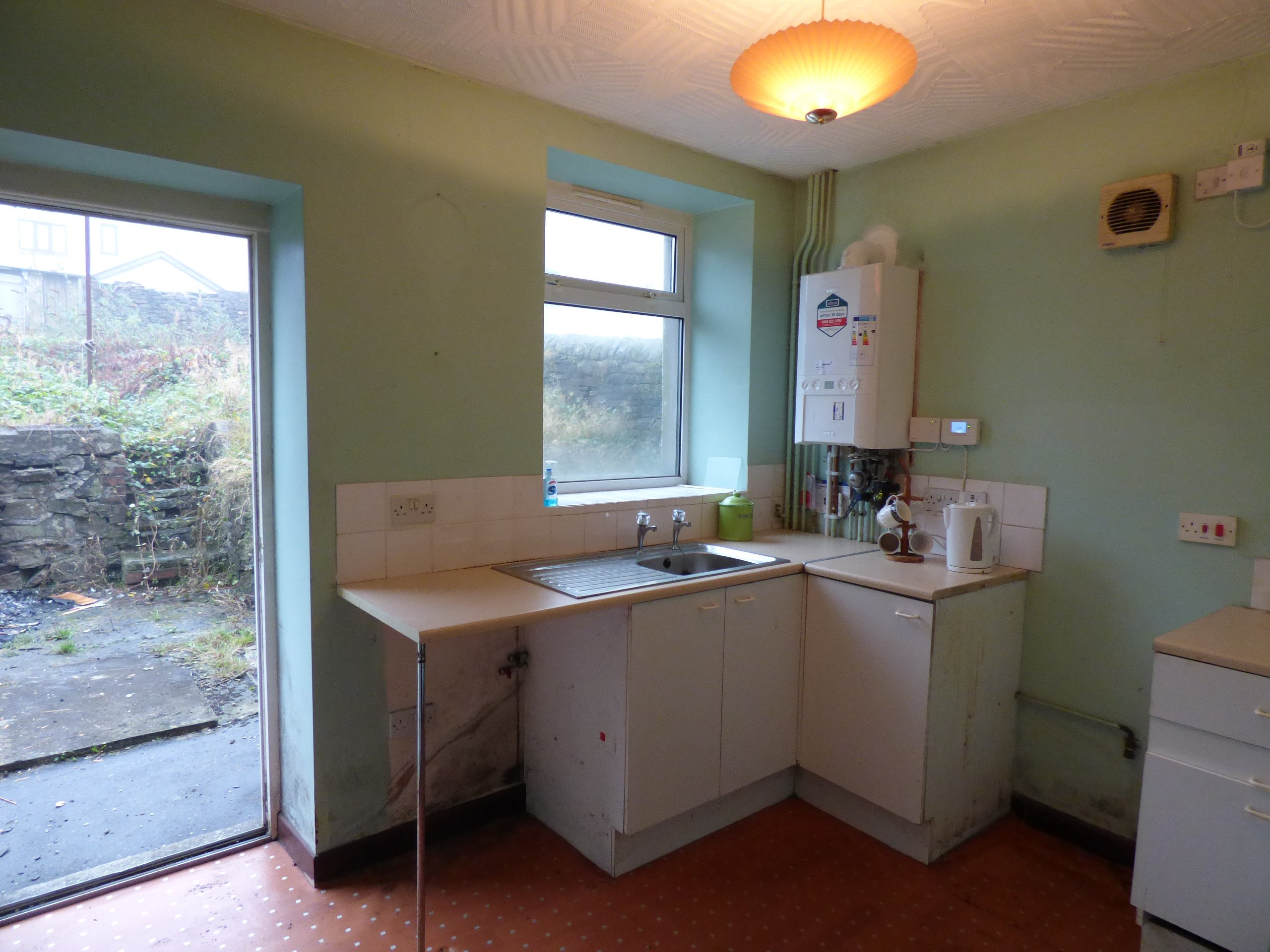 Wisemove Property for sale. Tanybryn House, Pontycymmer. Kitchen