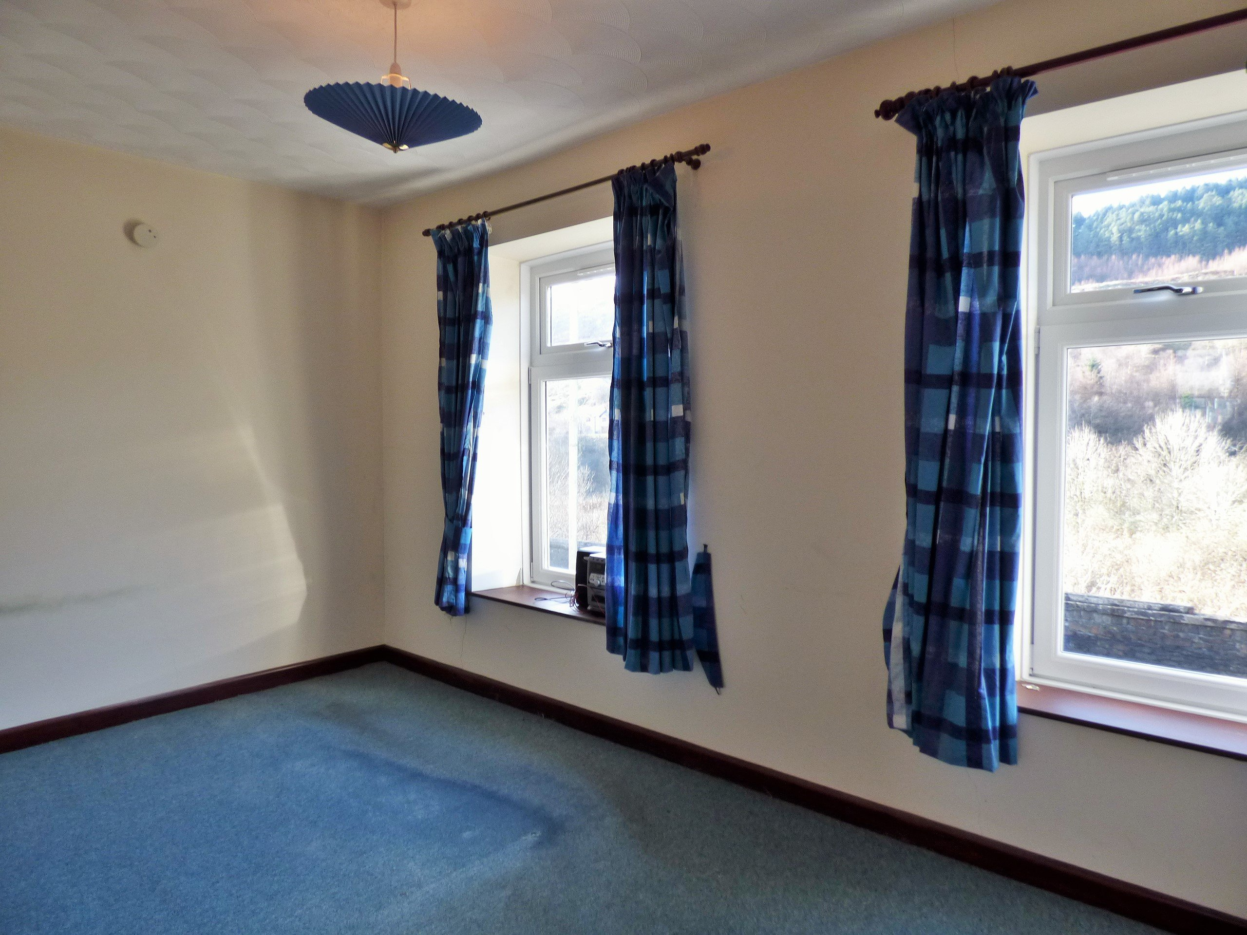 Wisemove Property for sale. Tanybryn House, Pontycymmer. Bedroom 1