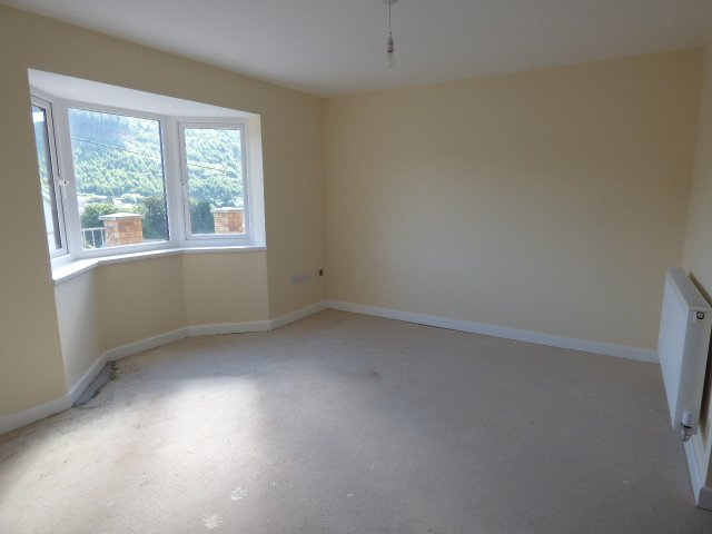 Wisemove. Property for sale. Bryn Road, Ogmore. Lounge