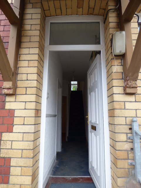 House for sale. The Avenue, Pontycymer. Entrance