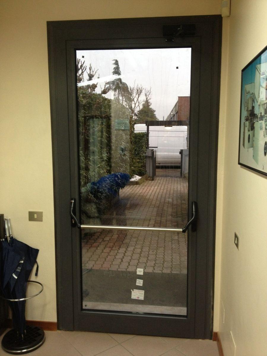 infissi porta con vetro