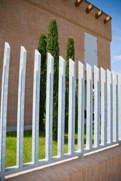 barriera e cancello esterno dettaglio