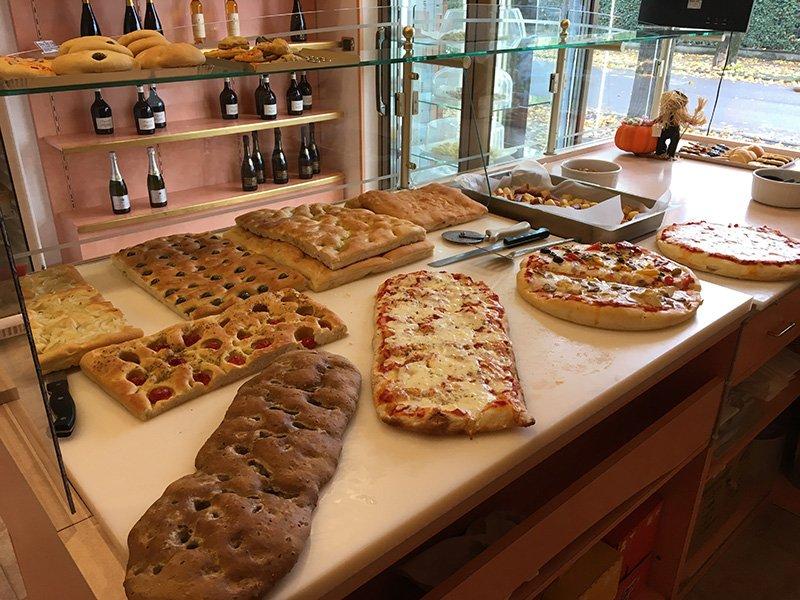 Pizza e focaccia appena sfornate al paradiso dei golosi