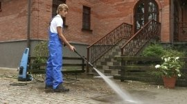 pulizia cortili, pulizia giardini, manutenzione aree verdi
