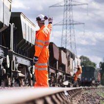 servo_rail_labour_worker